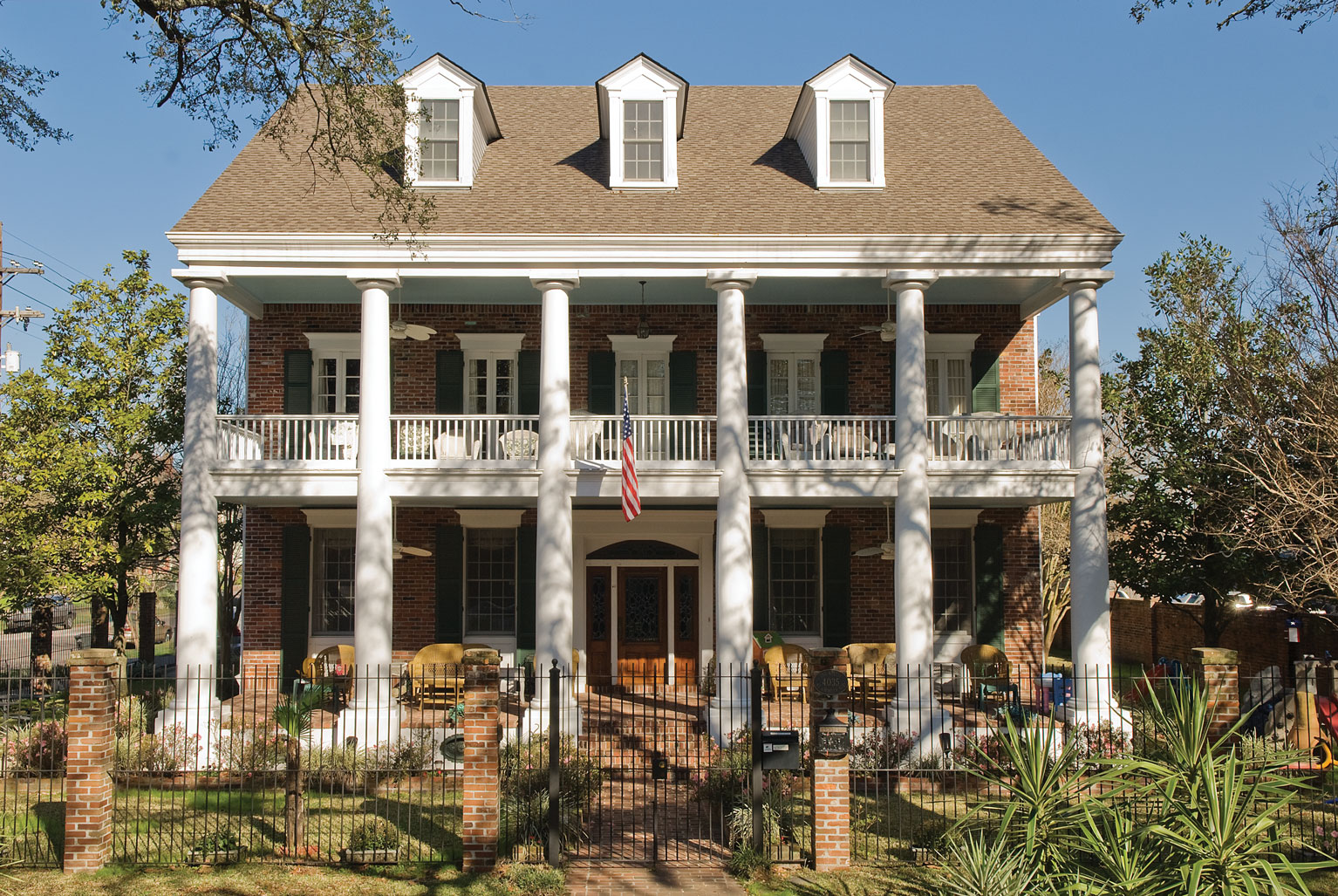 Southern colonial house style the image Colonial home builders